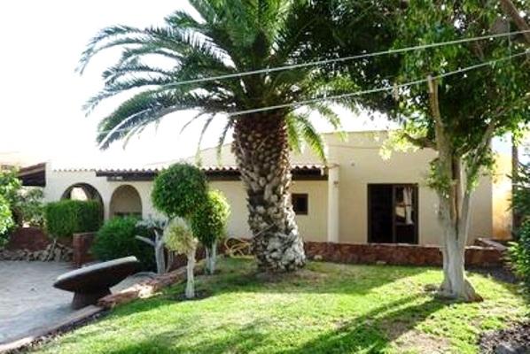 Villa arona villa canaria excepcional con piscina bodega y jardin inmobiliaria tenerife - Villas en gran canaria con piscina ...