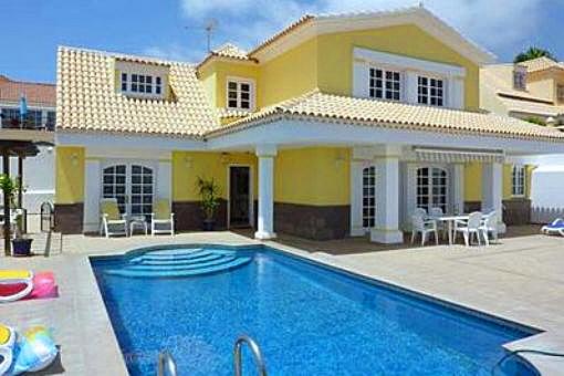 Villa atractiva con terraza espaciosa y piscina