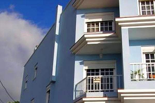 Casa con garaje doble y azotea