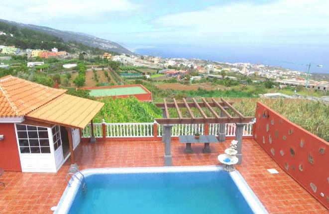 Hermosa finca con casa moderna y piscina en una gran ubicación con vistas al mar y Teide