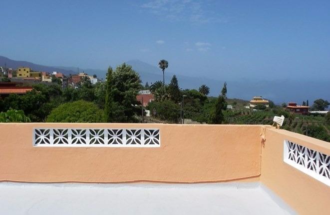 Finca tradicional con 3500 m2 de terreno, con un acogedor patio y amplias terrazas con vistas al mar y al Teide