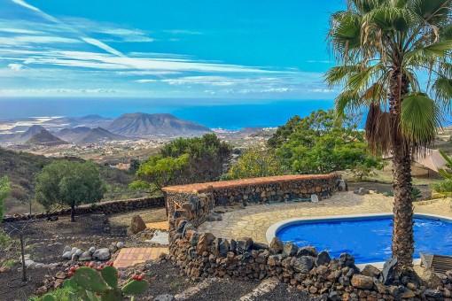 Elegante finca con casa de invitados y vistas impresionantes al mar en Arona