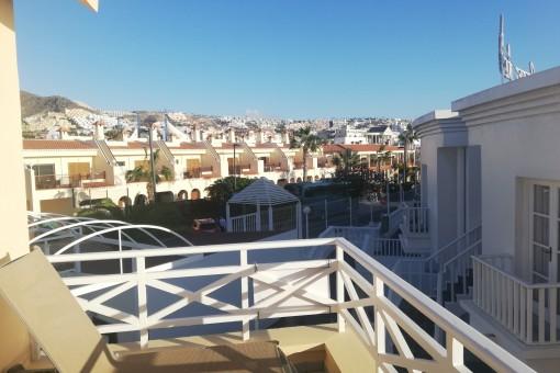 Tumbonas en el balcón