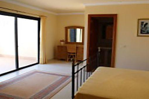 Domritorio principal con baño en suite