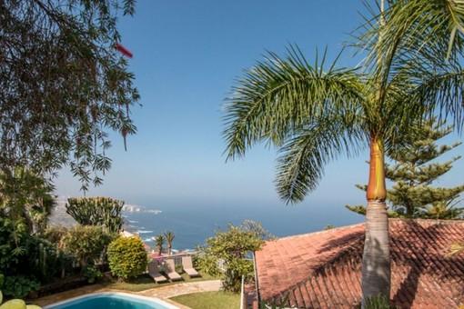 Fantastica villa con vistas maravillosas al mar y al Teide, con jardines y piscina en Santa Ursula