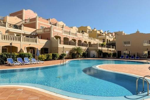 Bonita casa adosada con vistas al mar y a la piscina en El Palm Mar