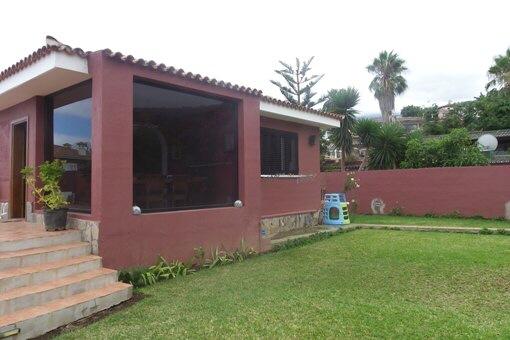 Casa moderna con estilo, jardín y vistas al Teide y al mar