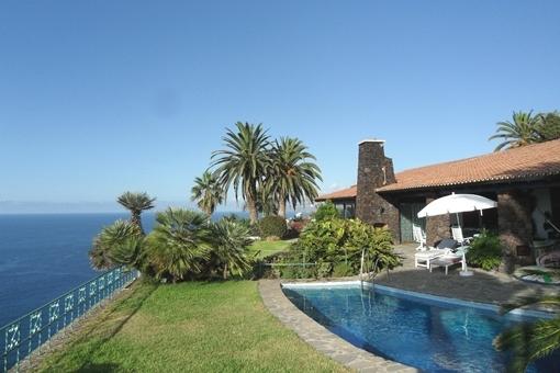 Villa de alta calidad con piscina y jardín en...