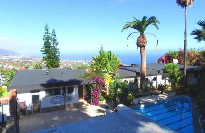 Finca de dos viviendas con piscina y amplio terreno de las mejores vistas al mar de La Orotava