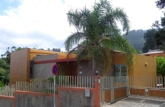 Villa amplia y moderna o edificio comercial en una buena ubicación central cerca de Tegueste