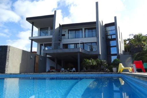 Hermosa villa nueva con piscina infinita
