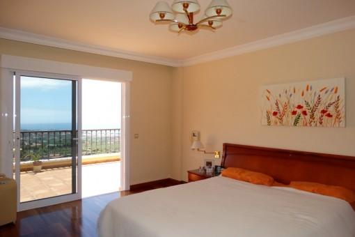 Dormitorio principal con una vista como desde el Mirador de Humboldt