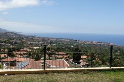 Vista sobre el Valle de la Orotava, Puerto de la Cruz y el Océano Atlántico