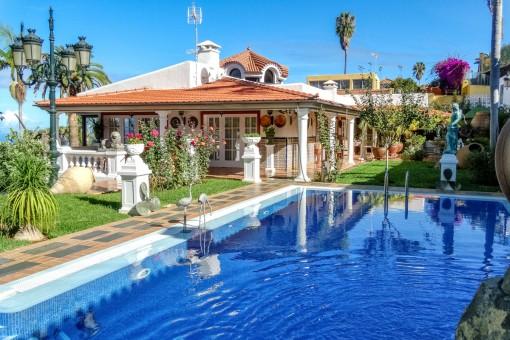 Chalet de lujo en excelentes condiciones con un amplio jardín, vistas al Teide y al mar cerca del Puerto de la Cruz