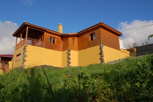 Presiosa casa de madera con vistas panorámicas al mar y sobre el Valle de La Orotava