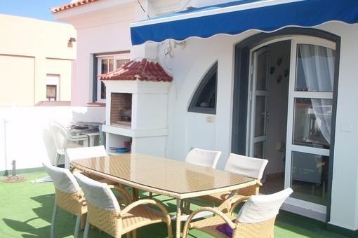 Callao salvaje villa con cuatro dormitorios piscina y jard n for Terrazas bonitas