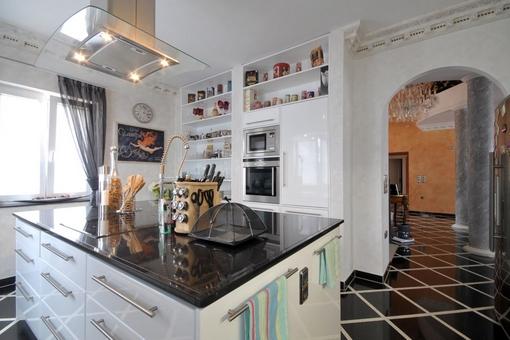 con apartamento independiente, bar, sauna, gimnasio y muebles de luj