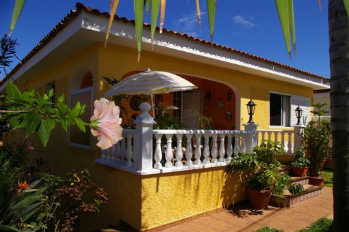 Otra terraza en la entrada de la casa