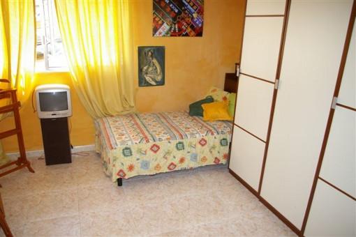 Dormitorio con gran armario