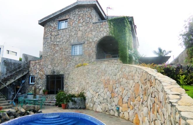 Casa familiar hermosa y eficiente en la costa con piscina privada