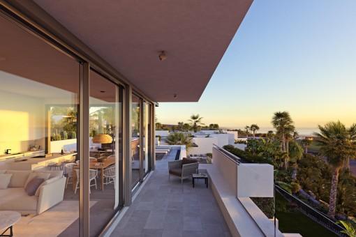 Balcón con vistas al puesto del sol