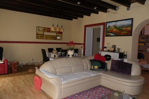 Salon comedor, hermoso techo con vigas de madera