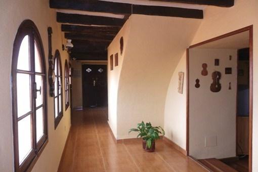 Entrada y pasillo de bienvenida