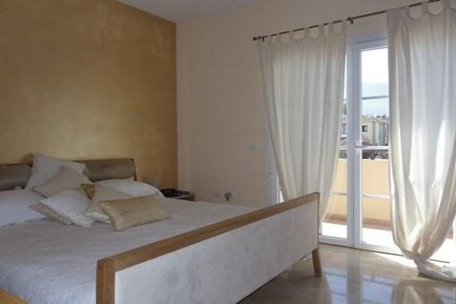 Dormitorio principal con amplio balcón con vistas al Teide