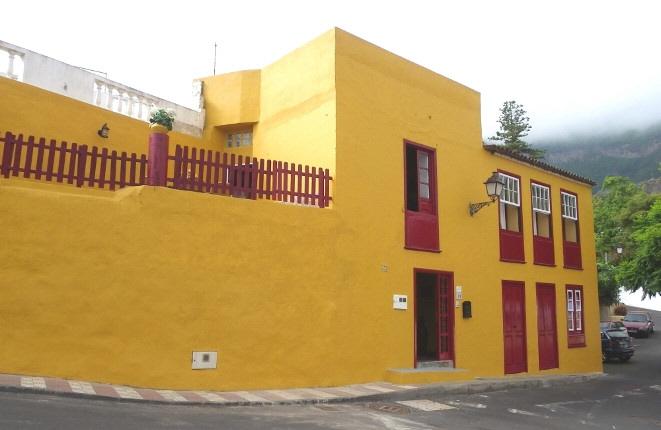 Casa canaria armoniosa con vistas al mar y tres dormitorios en las mejores condiciones