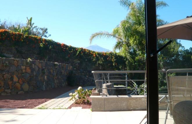 Terraza en frente de la casa de huéspedes con vistas al Teide
