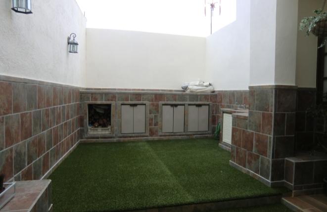 Terraza con césped