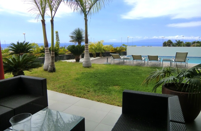 Casa pareada moderna en Golf Costa Adeje, con piscina, ascensor privado y vistas al mar y La Gomera