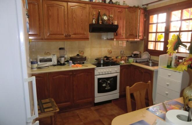 Cocina totalmente equipada con un montón de espacio de almacenamiento