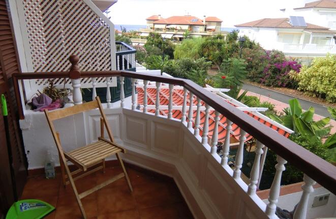 Casa adosada en La Paz con dos terrazas, jardín y balcón
