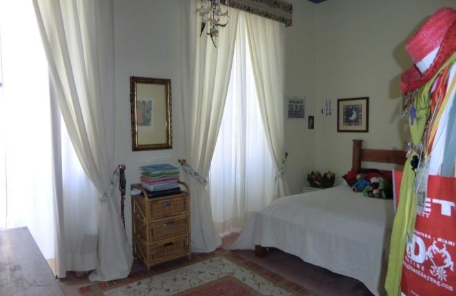 Brillante dormitorio hermoso