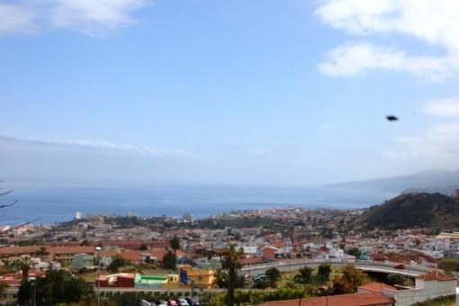 Vista al Puerto de la Cruz y la costa