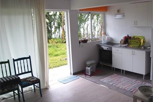 Cocina y entrada al patio