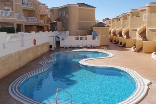 Una de las dos piscinas comunes