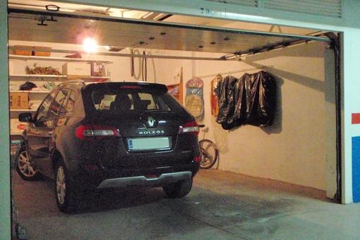 Aparcamiento subterráneo con garaje independiente para dos coches