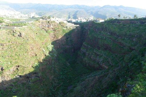 Natural paisaje salvaje en el barranco