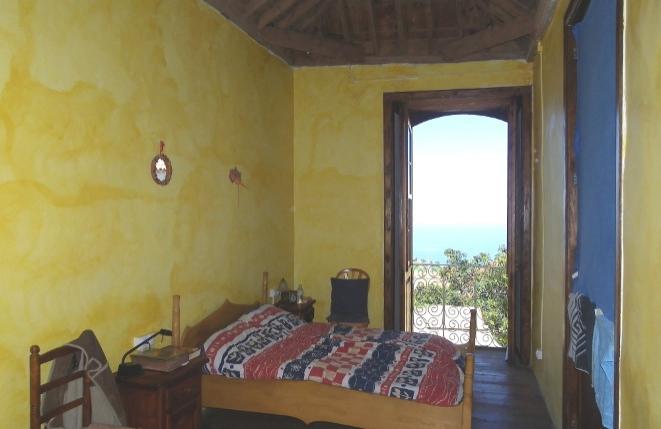 Una de las ocho habitaciones con vista al mar