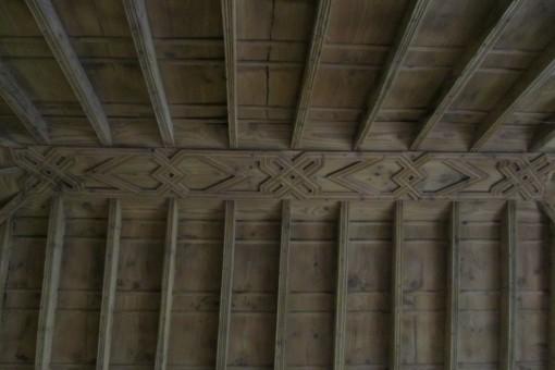 Tradicional techo de madera de tea