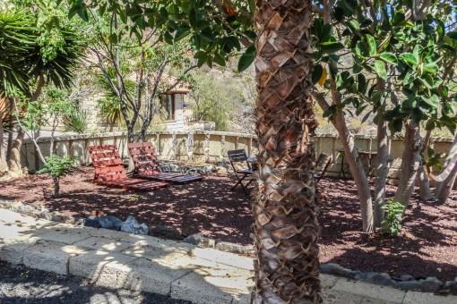 Terraza sombreada en el jardín
